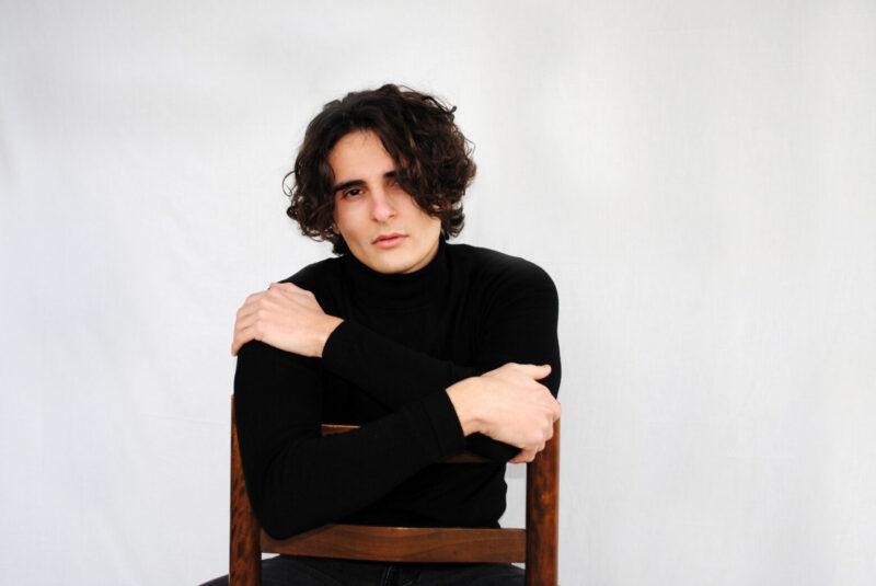 Tiziano Torri, il giovane e talentuoso cantautore che ci fa volare!